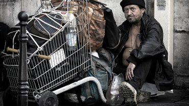 Aby bezdomni weterani mieli szansę na normalne życie, grupa wolontariuszy zrobiła coś wspaniałego. Oby więcej takich ludzi!