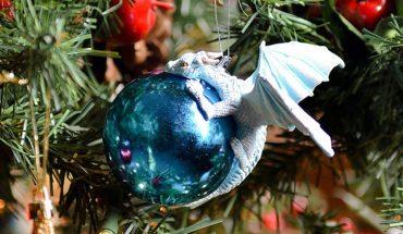 Jeśli jesteście fanami klimatu fantasy, to na waszej choince muszą znaleźć się te bombki. Niech świąteczne drzewka opanują smoki!