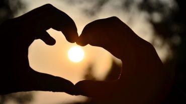 7 historii, które udowadniają, że w mijającym roku ludzie nadal byli pełni miłości i dobra