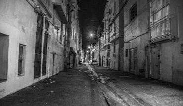 Solomon Jones siedział o godzinie 3 w nocy na swoim ganku, gdy dostrzegł na ulicy kogoś, kogo zdecydowanie nie powinno tam być…