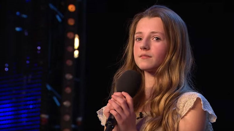 12-latka pomimo zapalenia migdałków wyszła na scenę i pokazała wszystkim, że została stworzona po to, by śpiewać