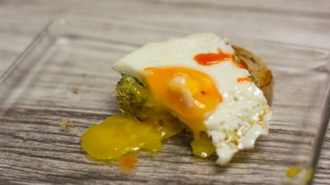 Tosty z awokado i sadzonym jajkiem