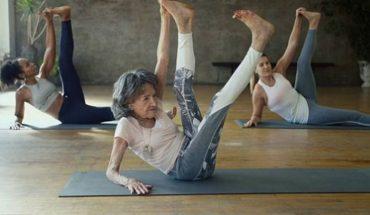 Tej kobiecie kondycji i pogody ducha zazdroszczą całe rzesze młodych ludzi. Tao Porchon-Lynch ma prawie 100 lat i wciąż pracuje jako instruktorka jogi!