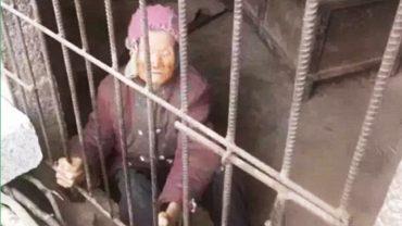 Otrzymali niepokojące zgłoszenie o starszej kobiecie przetrzymywanej w klatce. Gdy przybyli na miejsce, na jaw wyszły jeszcze gorsze fakty!