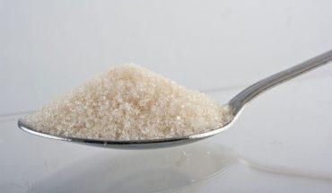 10 popularnych produktów spożywczych, które wydają się zdrowe, ale tak naprawdę są napakowane cukrem i substancjami słodzącymi