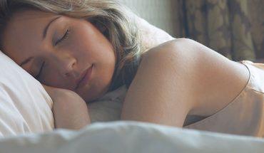 Angielscy naukowcy dowodzą, że kobiety naturalnie potrzebują więcej snu niż mężczyźni, co ma związek z intensywniejszą pracą ich mózgów