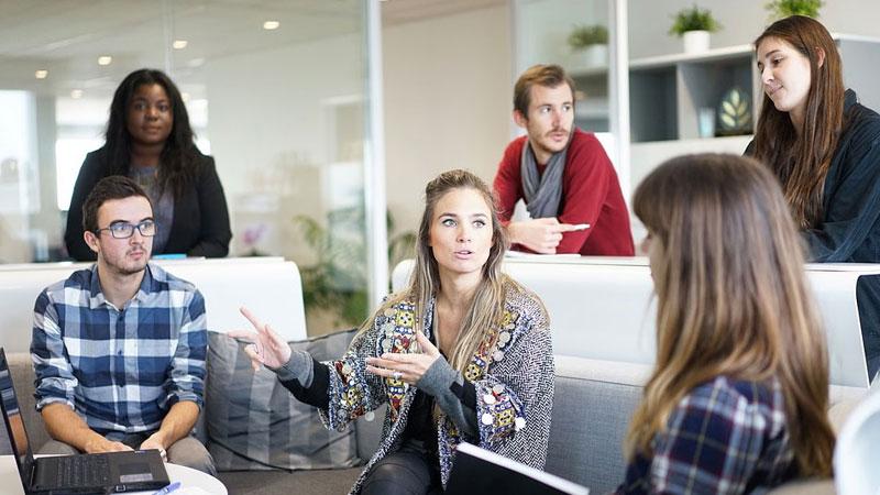 10 psychologicznych sztuczek, które pozwalają wpływać na zachowanie innych ludzi. Ich znajomość zdecydowanie ułatwia życie