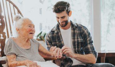 Wiek nie ma znaczenia, gdy chodzi o pozytywne relacje. Dowodem na to jest przyjaźń 89-letniej Normy z 31-letnim Chrisem