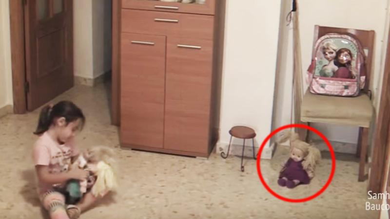 Zaniepokojony ojciec umieścił kamerę w pokoju córki. To, co nagrała w 30 sekundzie, przyprawi cię o dreszcze!