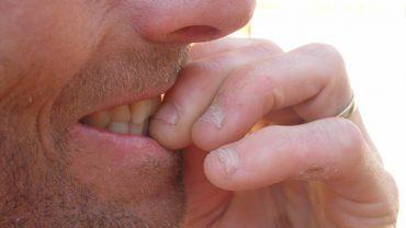 Obgryzasz paznokcie? To zdradza bardzo specyficzną cechę twojej osobowości