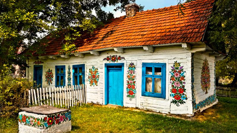 Ta mała polska wioska oczarowała świat! To, że jest urokliwa, to za mało powiedziane!