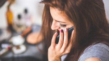 Złodzieje znaleźli nowy sposób na okradanie ludzi. Jeżeli odbierzesz telefon i usłyszysz takie pytanie, od razu się rozłącz!