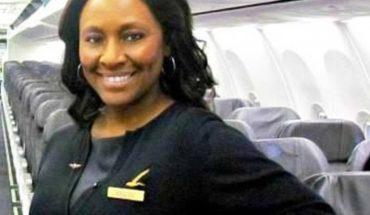 Stewardessa zauważyła podejrzaną parę w samolocie. Po chwili otrzymała notatkę z wołaniem o pomoc!