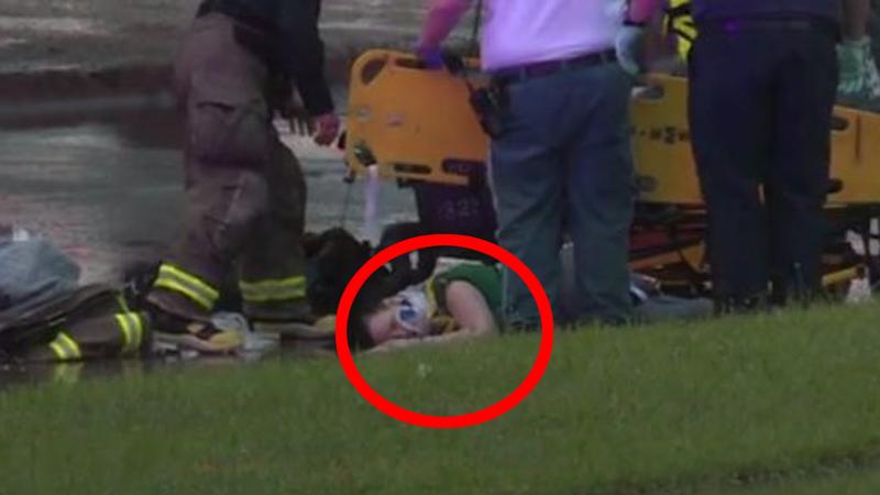 Ta kobieta przed chwilą skoczyła z mostu. Ratownicy dopiero po chwili dostrzegli, co kurczowo trzymała w ramionach