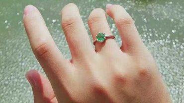 Nie było go stać na pierścionek zaręczynowy. Wtedy wpadł na pomysł, jak zdobyć błyskotkę, którą będzie mógł podarować ukochanej