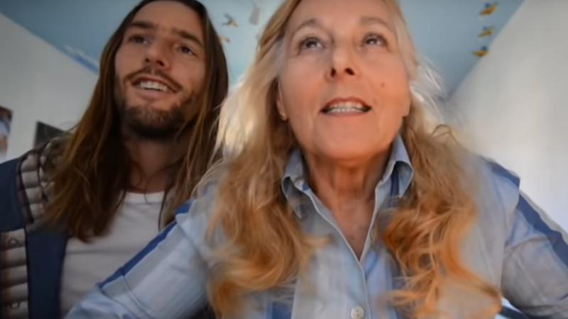 Potajemnie nagrywał swoją mamę, a potem umieścił video w internecie. Chciał w ten sposób... znaleźć jej chłopaka!