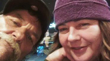 Postanowiła spełnić ostatnie życzenie umierającego bezdomnego. To, co dla niego zrobiła, porusza do łez