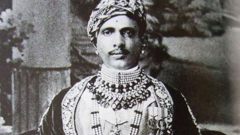 Indyjski król zemścił się za to, że źle potraktowano go w salonie samochodowym. Sprzedawca dostał nauczkę na całe życie!