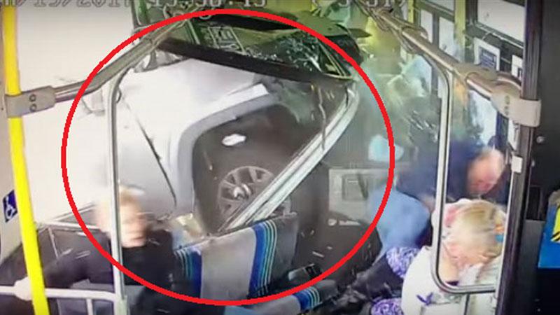 Pick-up z całą prędkością wbił się w autobus czekający na czerwonym świetle. Stan, w jakim był sprawca wypadku wzbudził wiele emocji i dyskusji