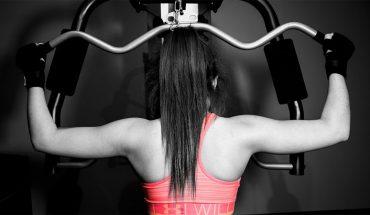 8 zasad kultury obowiązujących na siłowni. Lepiej o nich nie zapominaj, jeśli chcesz żyć w zgodzie z innymi trenującymi