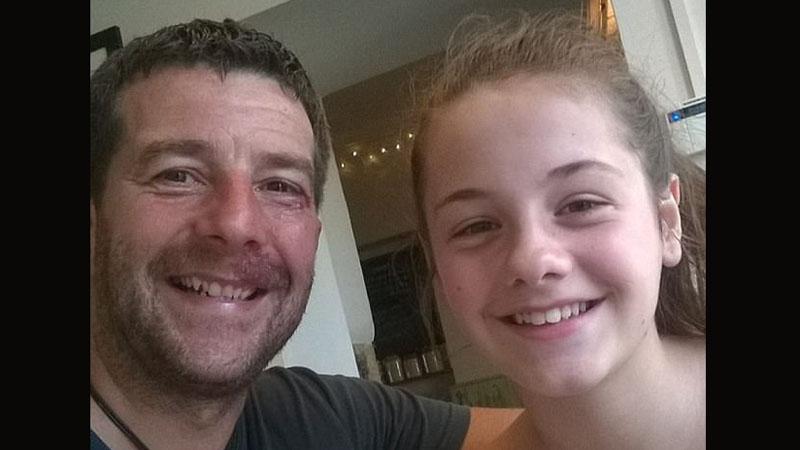 Obsługa hotelu wzięła tego mężczyznę za pedofila i zawiadomiła policję. Wszystko dlatego, że nie zarezerwował osobnego pokoju dla swojej córki!