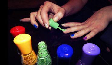 Malowanie paznokci szkodzi nie tylko im samym, ale i całemu organizmowi! Sprawdź, co dzieje się z twoim ciałem w kilka godzin po użyciu lakieru