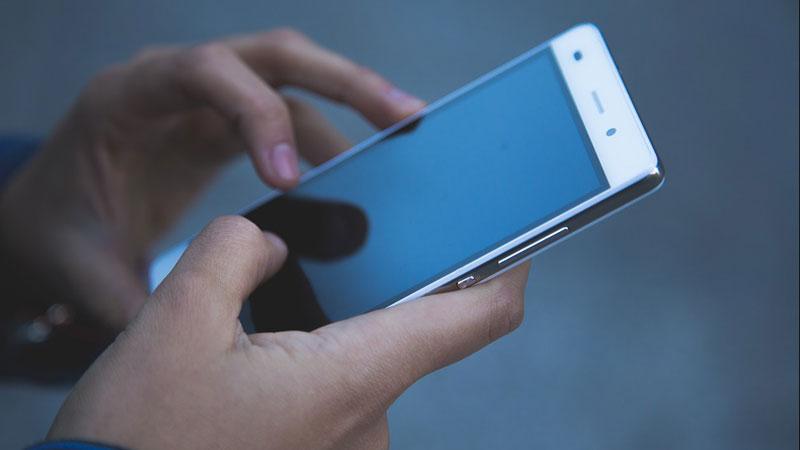 Sposób, w jaki ludzie przesuwają palec po dotykowym ekranie nie jest przypadkowy! To źródło wiedzy o usposobieniu człowieka