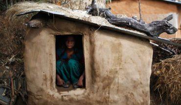 Wypędzono ją z wioski, bo miała okres! To, co ją spotkało w tej chatce jest straszne