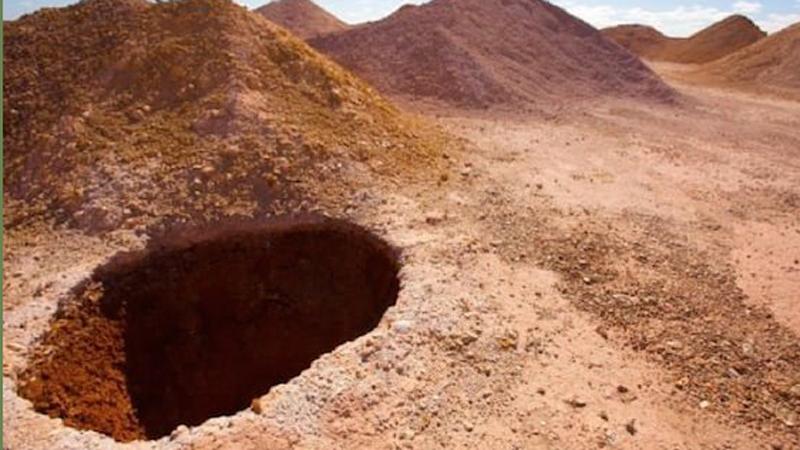 Zeszli do tej dziury i byli zdumieni tym, co ujrzeli! Kto by pomyślał, że jej wnętrze kryje taką niespodziankę