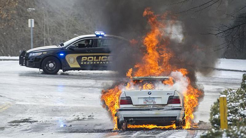 Mimo wyłączonego silnika stają w płomieniach. W ciągu 5 lat w ten sposób spłonęło już 40 samochodów marki BMW na całym świecie. Jak do tego doszło?