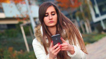 Czujesz wibracje telefonu, gdy nikt nie pisał ani nie dzwonił? Ma tak 80 procent społeczeństwa! Nie ma się jednak z czego cieszyć, to poważne ostrzeżenie…