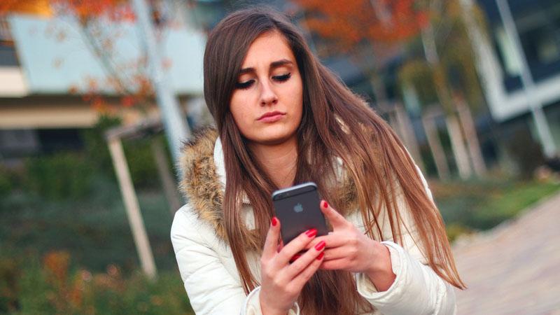 Czujesz wibracje telefonu, gdy nikt nie pisał ani nie dzwonił? Ma tak 80 procent społeczeństwa! Nie ma się jednak z czego cieszyć, to poważne ostrzeżenie...