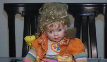 Nawiedzona lalka nocami włóczy się po domu i drapie śpiące w nim dzieci. Ta rodzina nie chce jej jednak wyrzucić z jednego, szczególnego powodu…