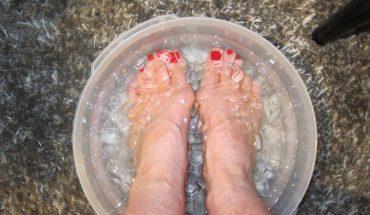 Zanim poszła do łóżka, zanurzyła na 15 sekund nogi w lodowatej wodzie. Efekty były widoczne po kilkunastu dniach!