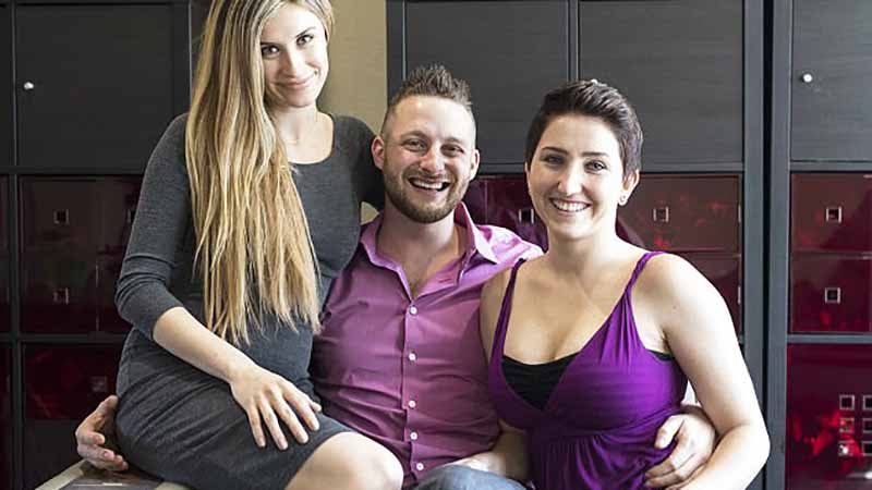 Mieszka z dwiema kobietami pod jednym dachem i wychowują wspólnie dzieci. Zapewniają, że to najlepszy model rodziny na świecie!