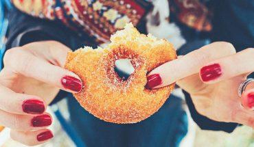 10 oznak, że jesz zbyt dużo cukru. To krótka droga do wielu chorób i szybkiego końca życia