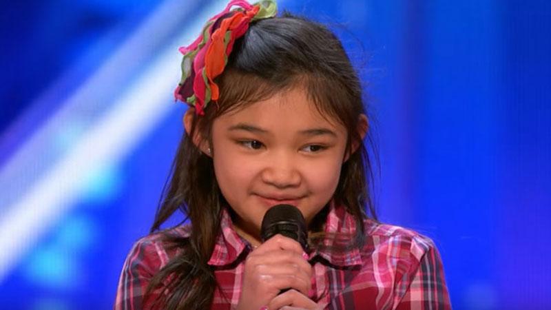 Nie wiele brakowało, by świat nigdy nie dowiedział się o jej talencie i potężnym głosie… Na szczęście życie dziewczynki uratowały dwa przeszczepy