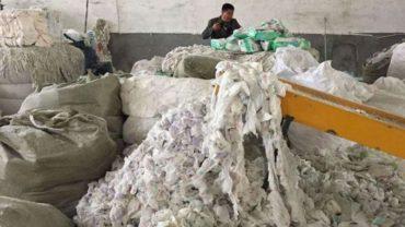 Recykling to bardzo dobre rozwiązanie, ale Chińczycy totalnie przesadzili. Otwierają fabryki, które przerabiają zużyte pieluszki na nowe!