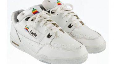 W latach dziewięćdziesiątych Steve Jobs zamówił dla pracowników Apple białe trampki. Zgadnijcie, ile obecnie trzeba zapłacić za taką parę butów