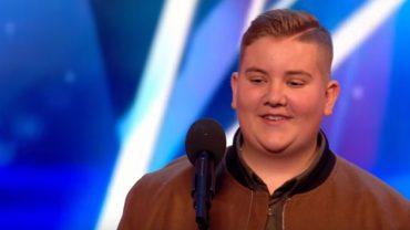 Gdy miał 12 lat jurorzy powiedzieli mu, by zatrudnił dobrego nauczyciela, bo śpiewa fatalnie. Po trzech latach wrócił i rzucił wszystkich na kolana!