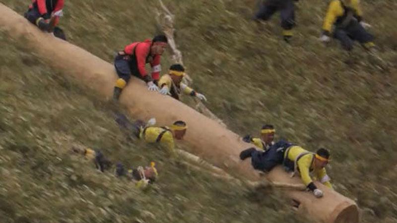 Onbasira Matsuri to jeden z najniebezpieczniejszych festiwali na świecie. Niemal w każdej edycji giną ludzie, a wydarzenie jest organizowane od 1200 lat!