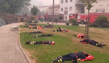 Tak odpoczywają prawdziwi bohaterowie. To zdjęcie portugalskich strażaków w jednej chwili obiegło świat i pokazało, jak mordercza była walka z żywiołem