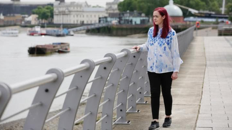 Ma tylko 29 lat i zdiagnozowanego Parkinsona. Emma nigdy nie sądziła, że zamiast w barach, młodość spędzi w poczekalni do specjalistów