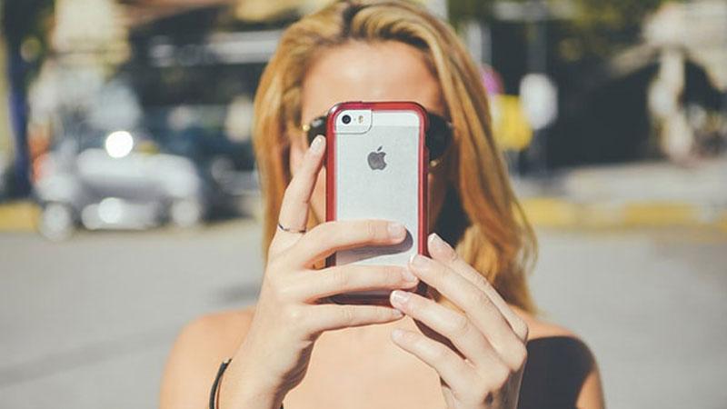 """""""Jestem urodzony w generacji uzależnionej smartfonów i jestem z tego dumny"""" - sprawdźcie, jak internauta broni obecności elektroniki w codziennym życiu"""