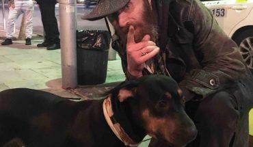 Choć żył na ulicy, był szczęśliwy dopóki jego pies, wierny towarzysz niedoli nie zachorował. Nie stać go było na operację zwierzęcia, ale na jego drodze pojawiły się anioły!
