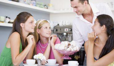 11 sztuczek kelnerów, o których nie pisną słowem, bo doskonale działają, póki o nich nie wiesz