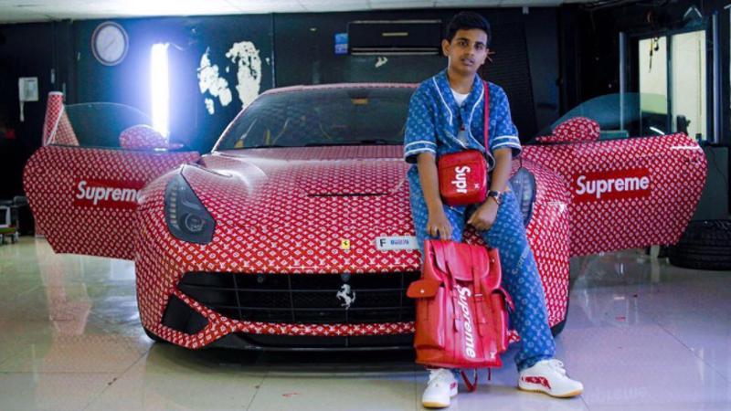 Syn bilionera dla kaprysu zamówił ferrari oklejone folią Louis Vuitton. Auto potrzebne mu było tylko do selfie na Instagrama!