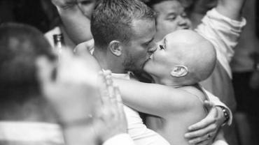 Kylie poszła do ślubu kompletnie łysa, ponieważ twierdzi, że kluczem do szczęścia nieuleczalnie chorych ludzi jest akceptacja własnej sytuacji