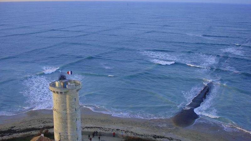 Turyści z całego świata zjeżdżają na tę wyspę, aby zobaczyć to magiczne zjawisko. Jest niespotykane, ale i bardzo niebezpieczne!