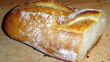 Podzielił się z tajemniczym mężczyzną ostatnim bochenkiem chleba. 3 dni później spotkała go bardzo miła niespodzianka!